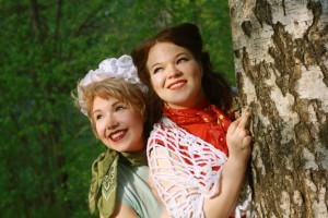 Rooleissa: Venla Moisala (vas.) ja Karoliina Ailasmaa