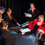 Rooleissa: (vasemmalta) Anne Karema, Katja Pilvi, Taru Luojola, Leena Sievä, Heidi Lakaniemi ja Marika Riikonen.