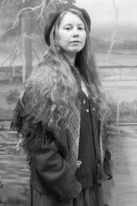 Roolissa Punapaulana Emily Hallfast